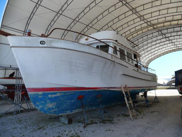 Marine Trader 44 Double Cabin Port Side