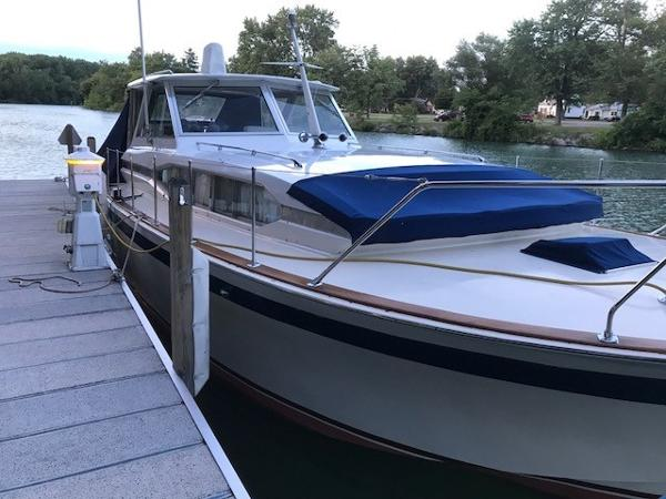 Chris-Craft Riviera port bow