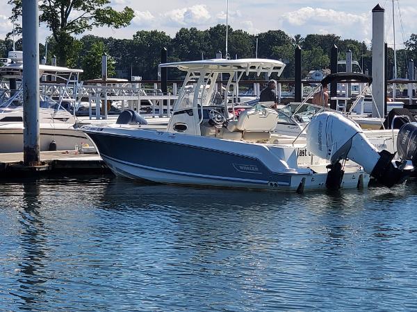 Boston Whaler 230 Outrage
