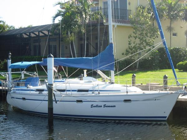 Bavaria 37 Cruiser At the dock
