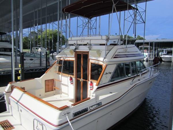 Sea Ray 300 Sedan Bridge Profile