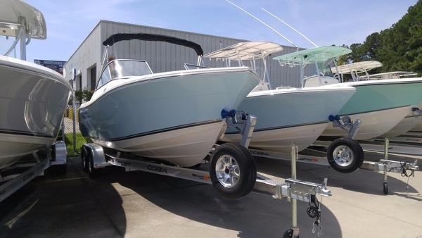 Cobia Boats 220 DC