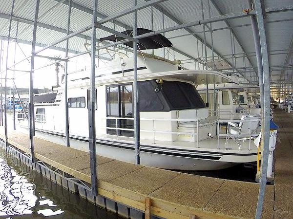 Gibson 50 Cabin Yacht Gibson 50 Starboard Bow Profile