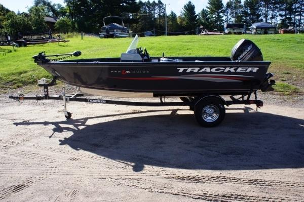 Tracker Pro Guide™ V-16 SC With Trailer