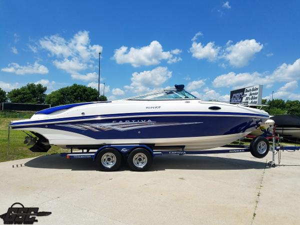 Rinker 246 Captiva Cuddy