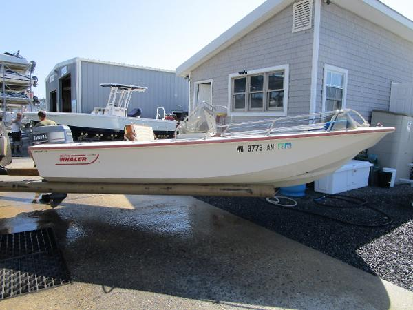 Boston Whaler 17 Newport