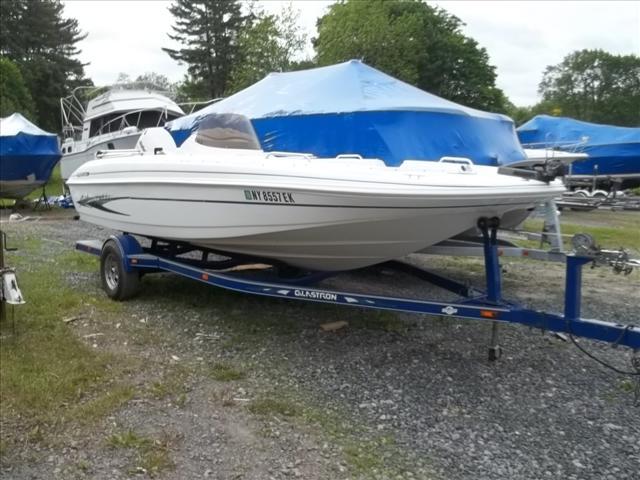 Glastron SX Deck Boats SX 200