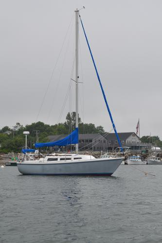 Catalina 27 Sloop On Mooring, stb