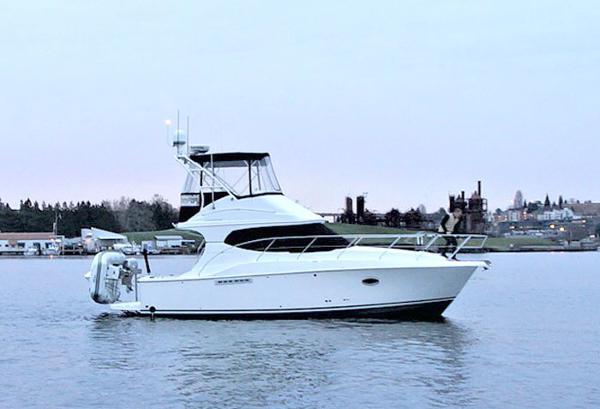 Silverton 33 Convertible 33 Silverton - Starboard Exterior Profile