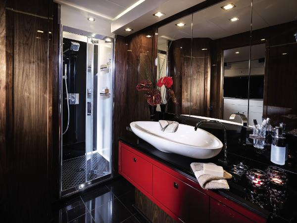 Sunseeker Predator 84 Owner's En Suite