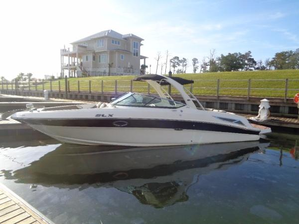 Sea Ray 300 SLX Port side view at dock