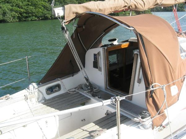 Brown canvas sprayhood and sailcover