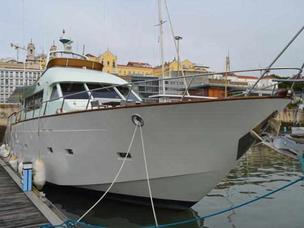 Boatyard E F Elkins 19