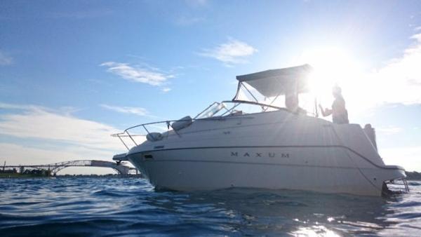 Maxum 2400 SCR Boat in Water