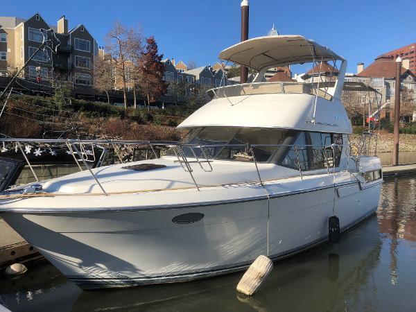Carver 33 Aft Cabin Motor Yacht