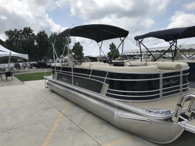 SunChaser Eclipse 8525 Entertainer