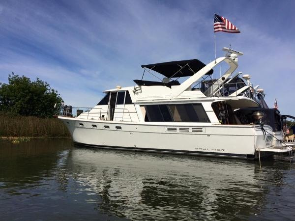 Bayliner 4588 Pilothouse Main photo