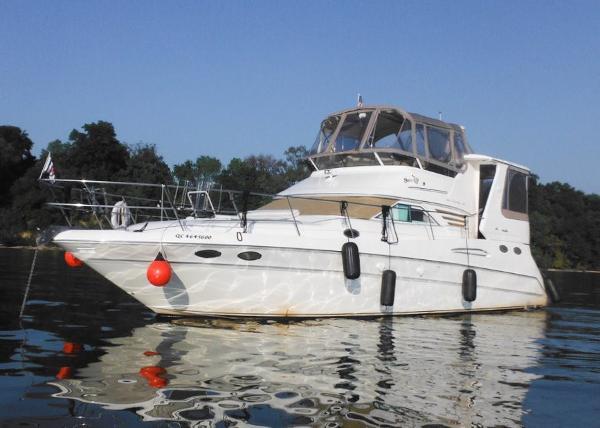 Sea Ray 420 Aft Cabin At Anchor
