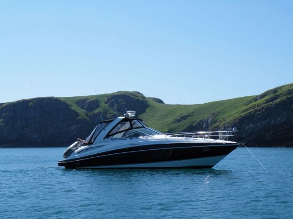 Cruisers Yachts 330 Express Staboard Side View