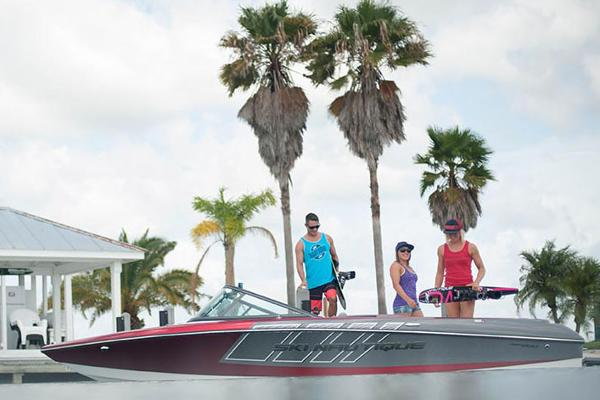 Nautique Ski Nautique 200 Closed Bow Manufacturer Provided Image