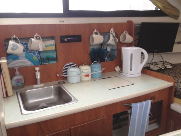 Bayliner 2452 Ciera - Galley