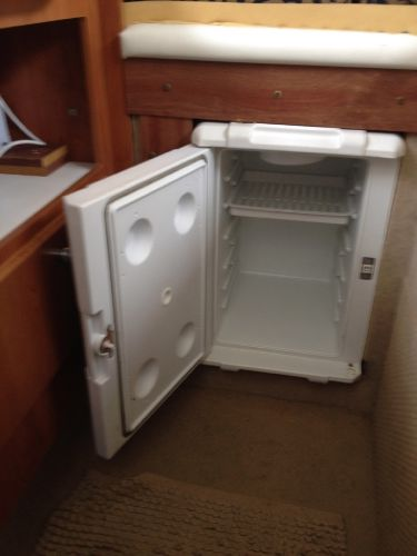 Bayliner 2452 Ciera - Fridge