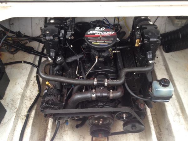 Bayliner 2452 Ciera - Engine