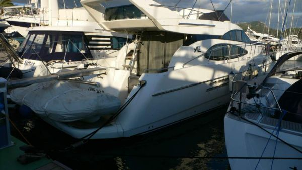 Azimut 52 overall from stern