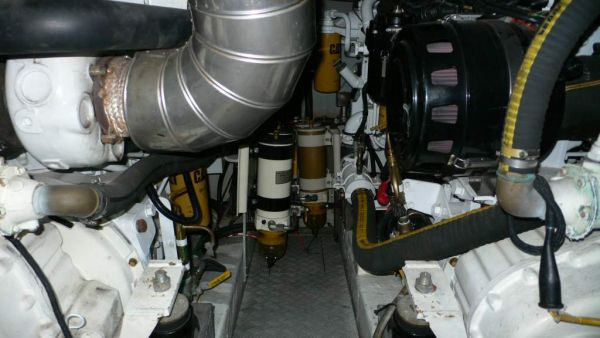 Azimut 52 engine room