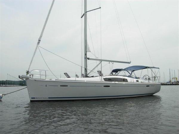 Beneteau 43 Beneteau 43 - At Anchor