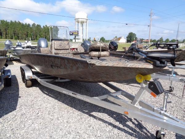 Xpress Boats Hyper-Lift Bay Series H22B
