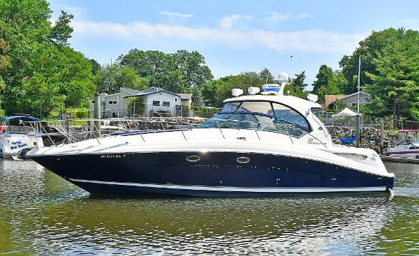 Sea Ray 390 Sundancer Port Side
