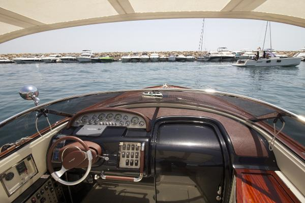 High Quality Cockpit. With a fine finish provided by Riva.