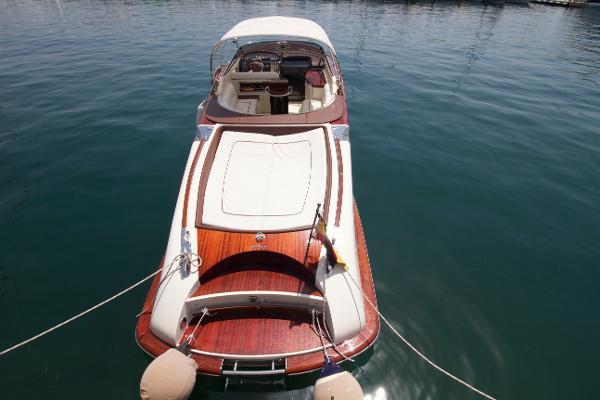 The stunning stern.