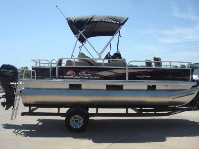 Sun Tracker Bass Buggy 18 DLX