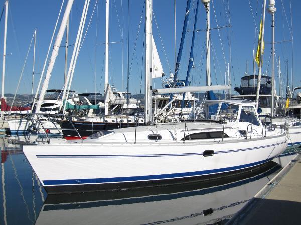 Catalina 355 Port Profile