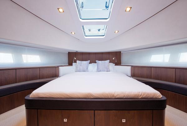 Fairline Squadron 78 Custom Cabin