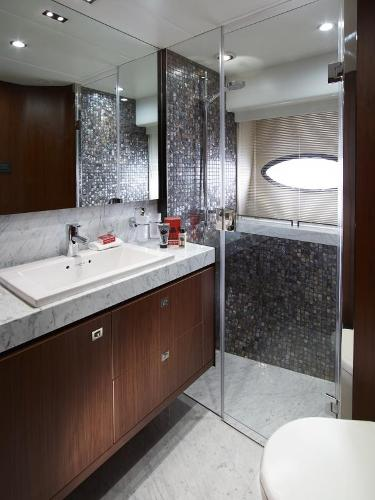 Princess Flybridge 82 Motor Yacht Starboard Bathroom