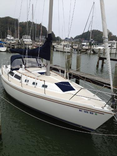 Catalina 34 Tall Rig Starboard side.