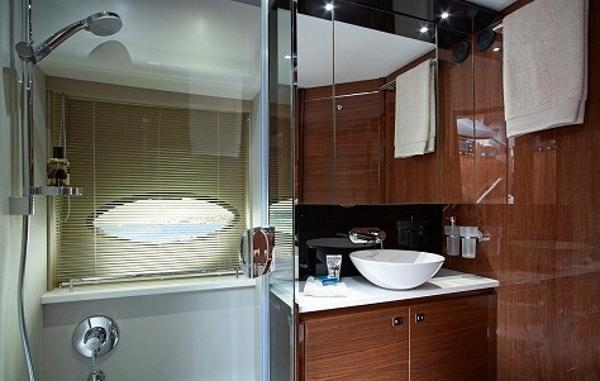 Princess Flybridge 60 Motor Yacht Forward Bathroom