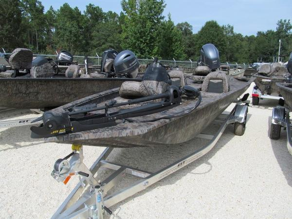 Xpress Boats Xplorer Series XP180