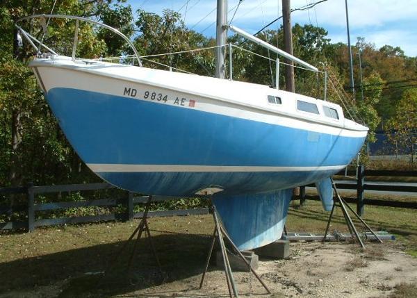 CAL 25 SLOOP Port Bow