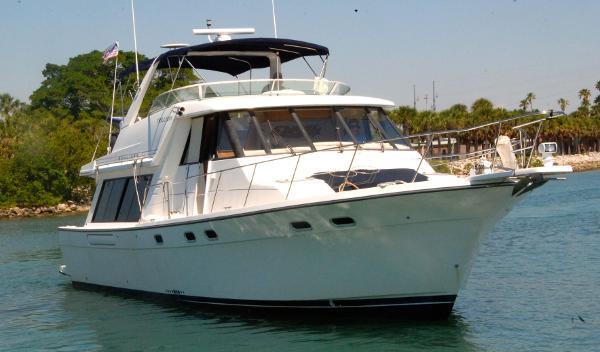 Bayliner 4788 Pilot House Motoryacht Trillium