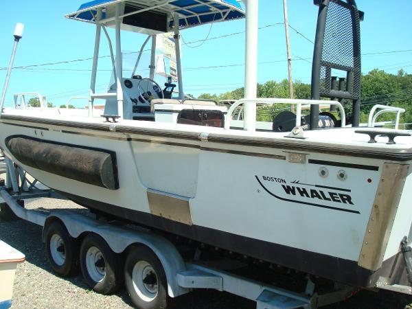 Boston Whaler Guardian 27