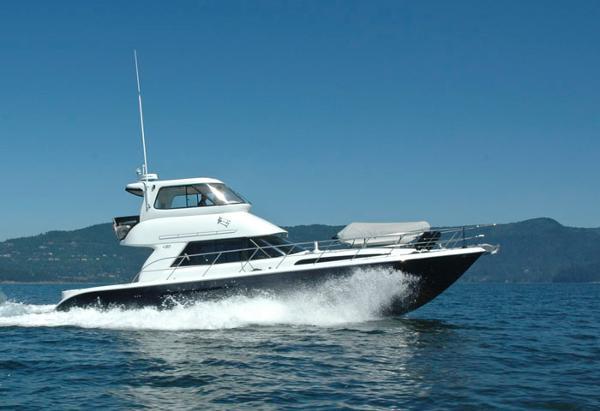 Royal Pacific M-Series Sport Cruiser M Series Sport Cruser Underway!