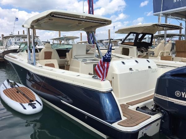 Chris-Craft Calypso 30 The Calypso 30 Has It All!!!