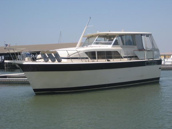 Chris-Craft 410 Motor Yacht main