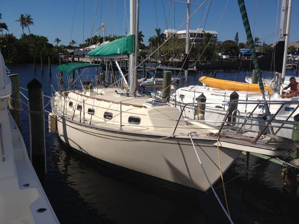 Island Packet 32 Sloop Starboard Profile