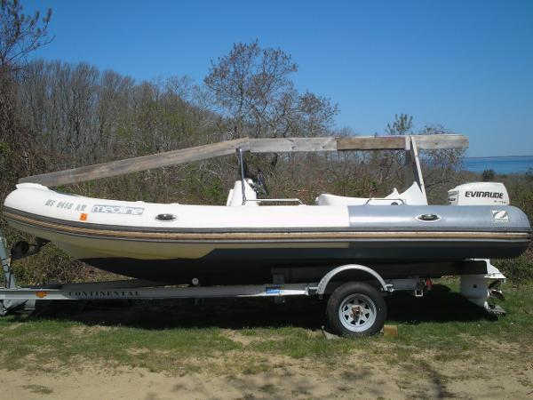 Zodiac RIB Medline II Side view and trailer