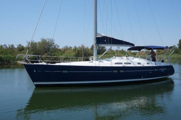 Beneteau 423 AYC International Yachtbrokers - Oceanis 423